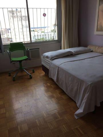 Quarto privativo com banheiro no centro da cidade - Uruguaiana - Apartamento