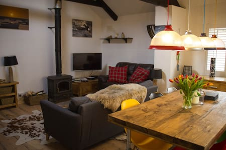 Stable Cottage, Blakeney: a few steps from the sea - Blakeney - Ev