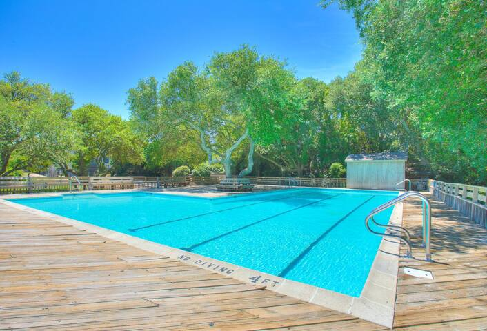 GTS-39* Duck Chili* 12 min. walk to beach access* Community Pool & Tennis Court*