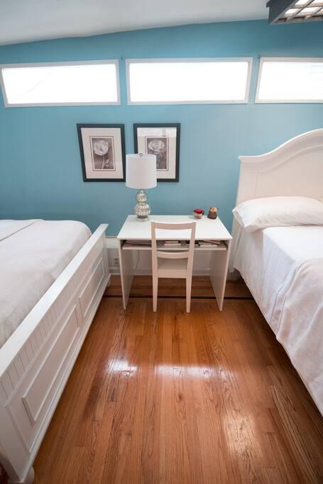 Huge private room private bathroom 15 mins nyc for Rooms for rent in nyc with private bathroom