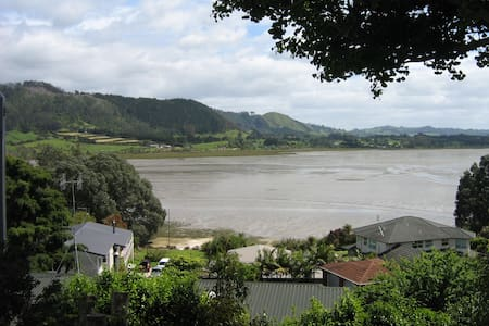 Self-contained holiday flat, water views - Katikati