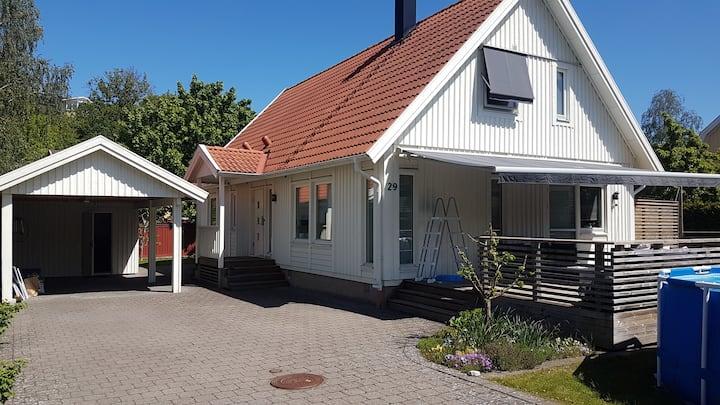 Villa för 6 pers, centralt i ett lugnt villaområde
