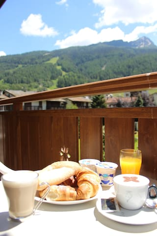 Breakfast with a view in summer