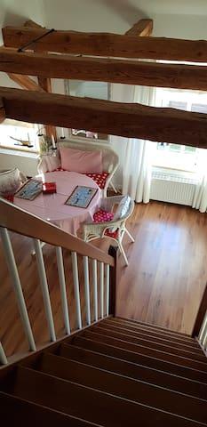 Blick vom Schlafzimmer in den Wohnbereich