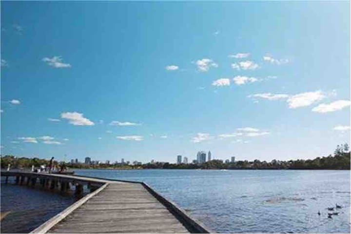 Walk to the River from the apartment & into the Perth CBD