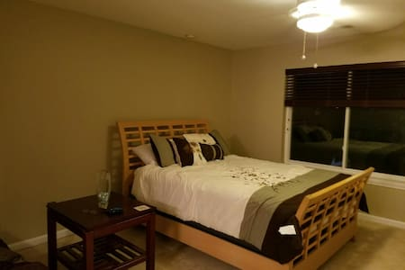 Convenient Room in Quiet Location - Falls Church