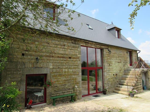 la Grange du Meslier à Sourdeval, gîte de charme - Sourdeval - บ้าน