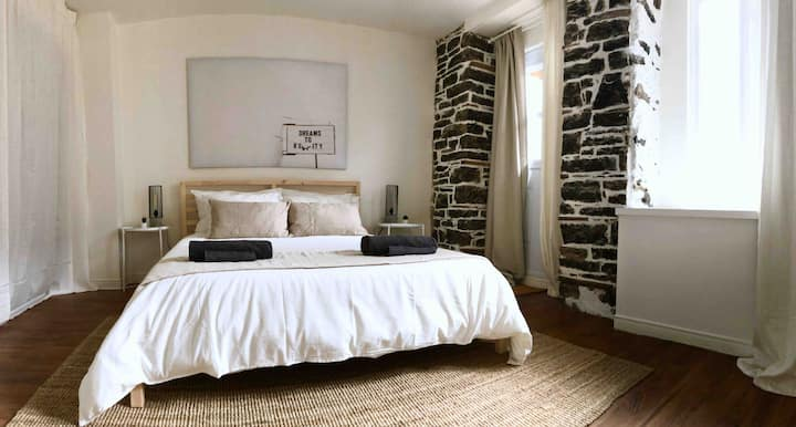 Appartement ancestral/ Cozy, authentique, central