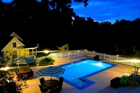 Close to The Villages, Sleeps 14-22, Pool, Hot Tub