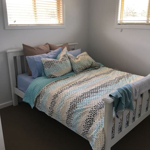Modern studio in central location! - Point Clare