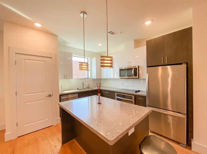 ⭐️🌃 DOWNTOWN LUXURY 2 Bedroom Townhouse