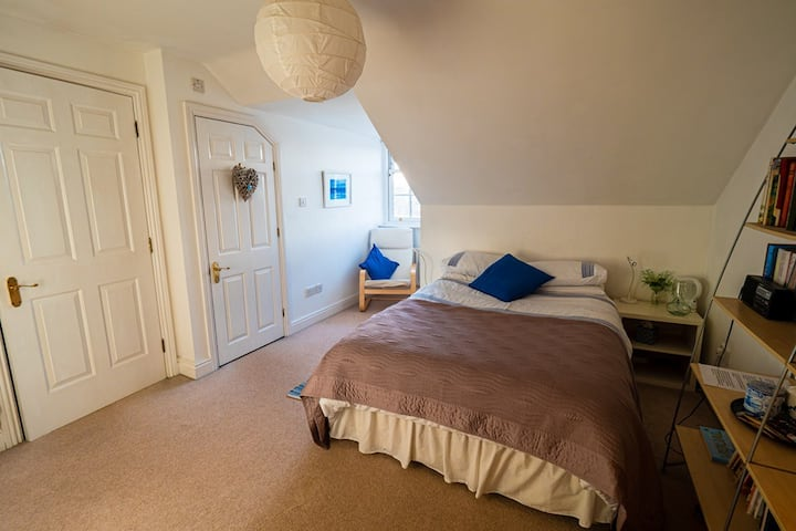Sunny spacious private top floor room with ensuite