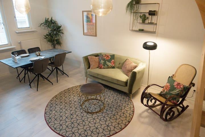 Best Location Ever! Trendy Duplex Comfort Netflix