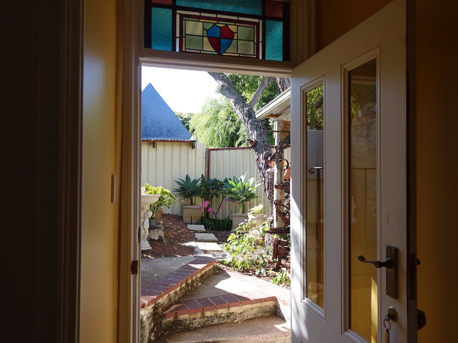 Home away from home entire house cabins for rent in for Beds joondalup