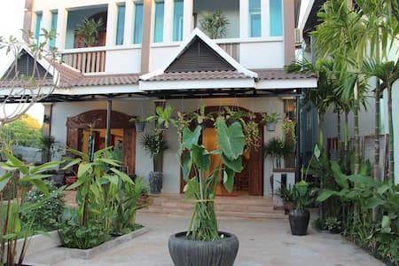 Private villa, next to pub street - Villa