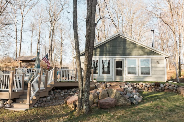 Cozy 3 bedroom cottage on a quiet no wake lake.
