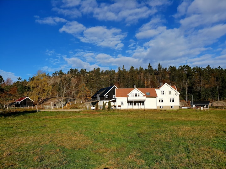 Gjestebolig på gård, med dyr og fine naturområder