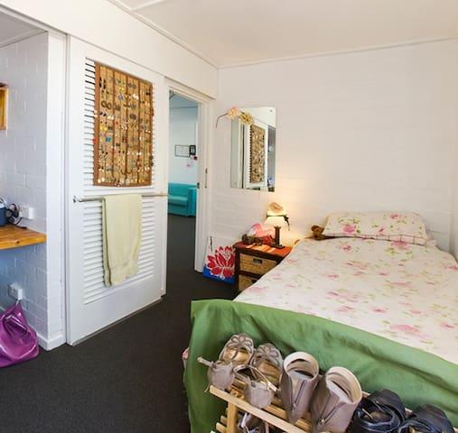 Single bedroom in university campus - Canberra - Sala sypialna