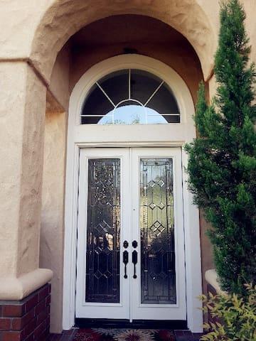 洛杉矶知名城市奇诺岗精致独立屋,现有3间雅房可预订 - Chino Hills - House