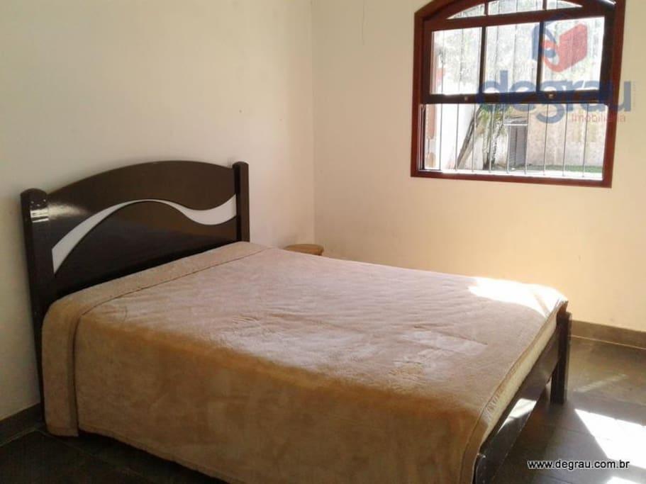 suite do casal c/ + 2 colções extras (c/ vent de teto)