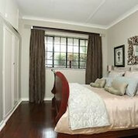 Luxury Small Cottage Northcliff
