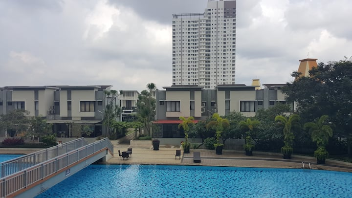 Spacious 83m Pool View for Business & Shopping