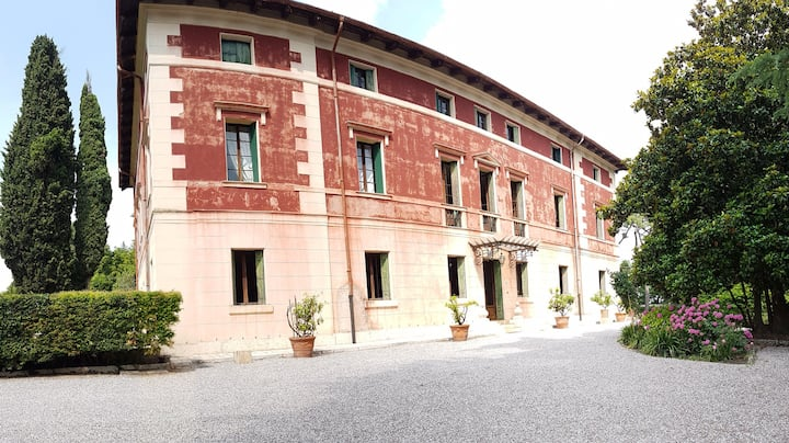 2 camere matrimoniali in Villa CR M0230830026