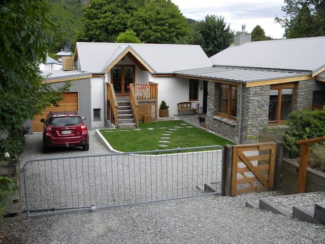 Modern home in Historic Arrowtown - Arrowtown - Lägenhet