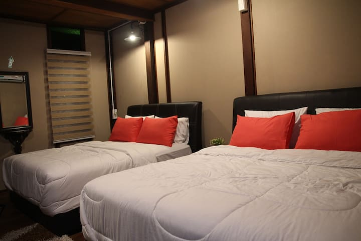 Room 1 (2 King Bed)