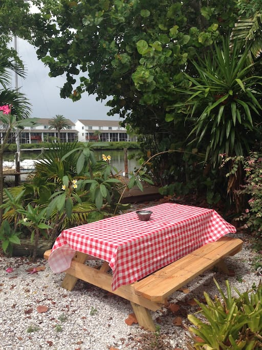 Picnic bench for outdoor dining