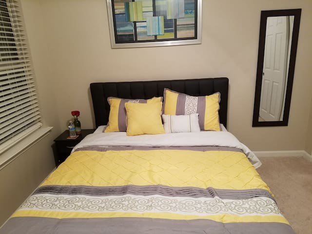 Affordable ROOM Close to D.C FREE Snacks & Coffee - Springfield - Huis
