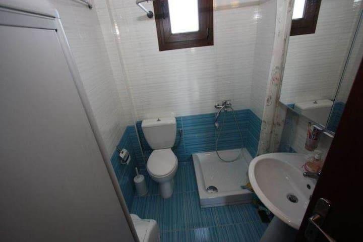 Εξοχική κατοικία δύο ορόφων πρώτη στην θάλασσα