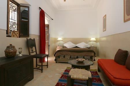 Marrakech guest house , double room + breakfast