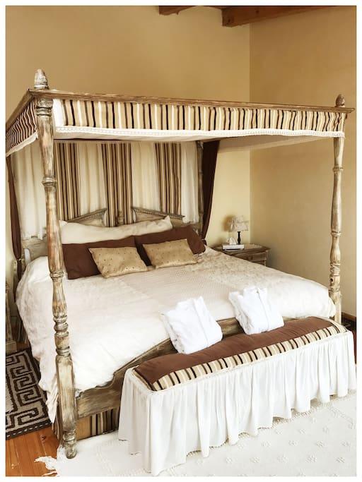 """La habitación """"Abuela"""" cuenta con cama Queen."""