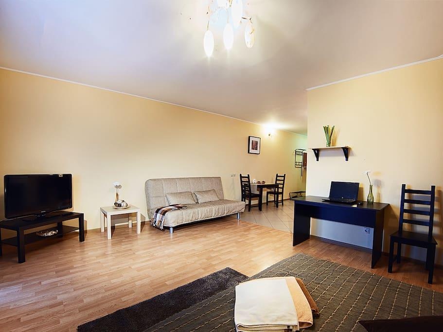 Современная и комфортная мебель, удобная обстановка.
