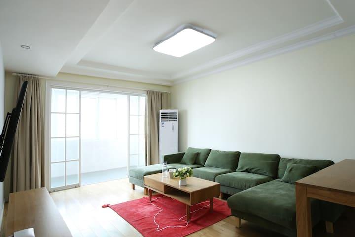 舒适明亮的大房间--五角场,江湾体育场 - Shanghai - Apartment