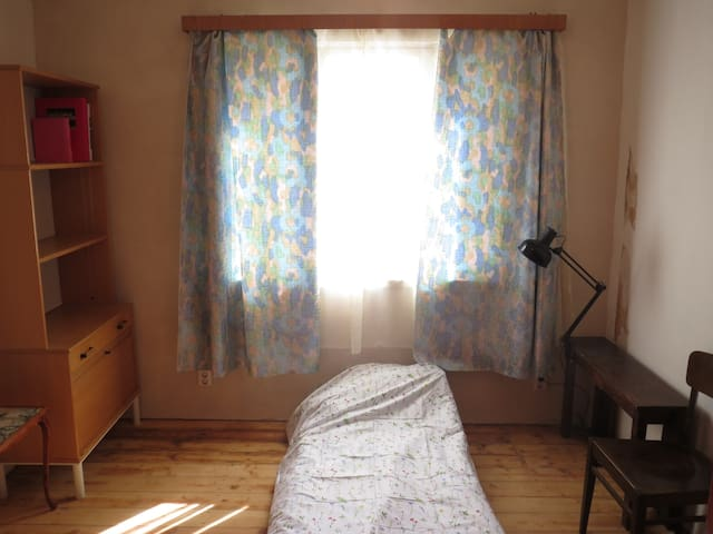 Simple private room in the house - Tartu - Adosado