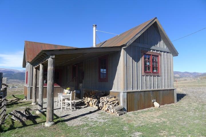 Private cabin on scenic farm!