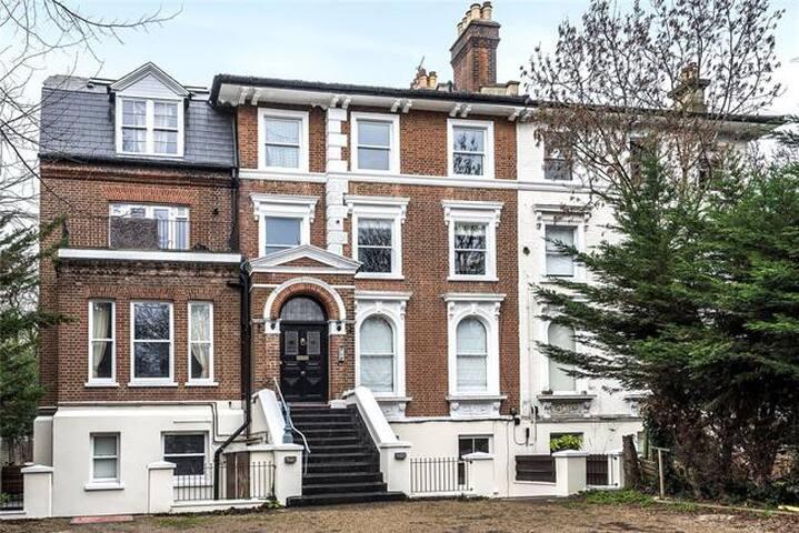 Luxurious 2Bed 1bath Apartment in Beckenham*****