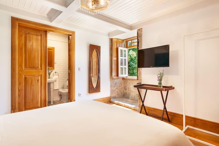 Relax in cozy room w/ BA + delicious breakfast