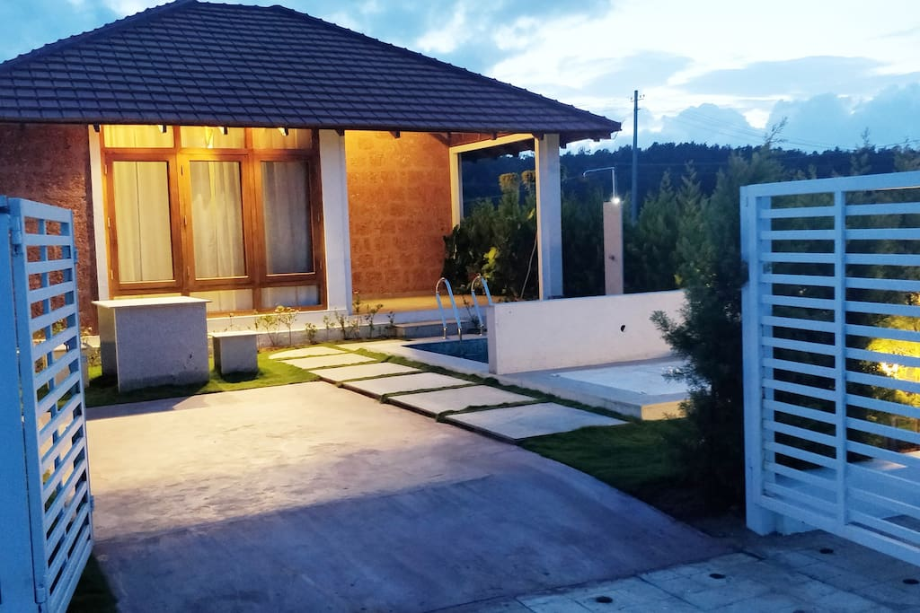 PRIVATE VILLA WITH POOL  ENTRANCE AND WITH PARKING
