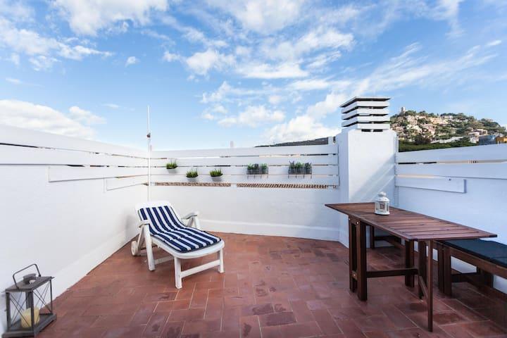 Duplex céntrico con amplia terraza - Blanes