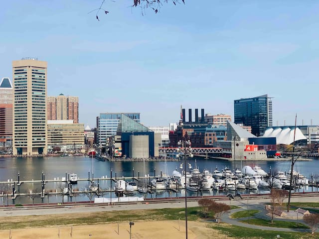 Inner Harbor/Convention Center/Stadiums~Just Walk!