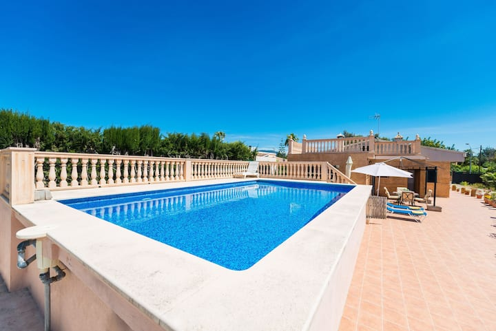Family-friendly villa with pool - Villa Ses Llegitimes