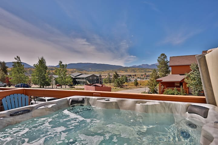 Mountain Views from Your own Private Hot Tub!