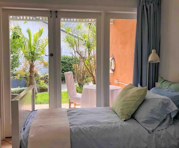 Tropical retreat 200m beach cafes
