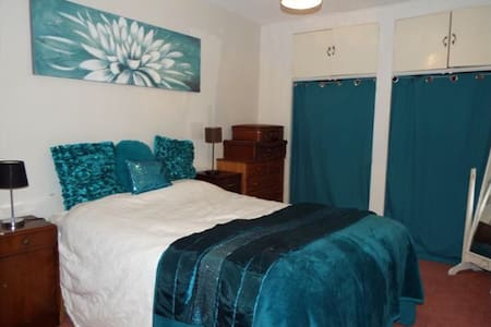DOVER FERRY PORT double room+single - Dover - House