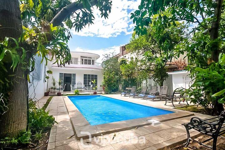 VIP Luxury 5BR Villa with pool in Miramar
