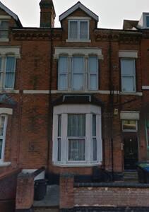 Studio flat near city centre - Birmingham