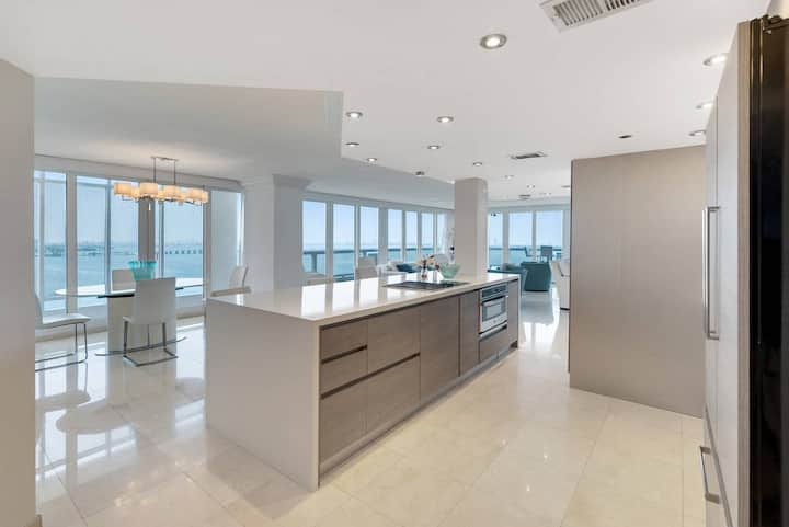 The Grand Miami | Two Bedroom Bay/Direct Ocean View Suite 34 + Free Parking